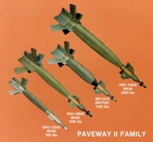 A lézer vezérelt bomba család. Nekünk a legalsó, 500 font súlyú jut. A képen jól láthatóak a testek végein kinyíló szárnyacskák.