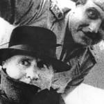 Szállnak be a repülőbe Mussolinivel
