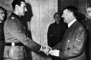 Hitler gratulál Skorzenynek
