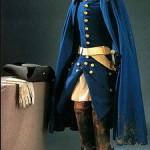 XII. Károly egyenruhája, amit halálakor viselt. A sár a köpenyen, a vér a kesztyűn ennyi idő után is jól megfigyelhető.
