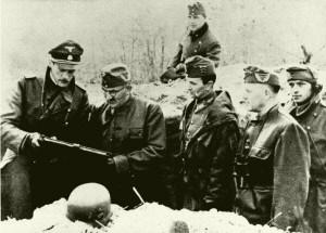 Beregfy Károly vezérezredes az Attila-vonalban védő SS-katonákkal