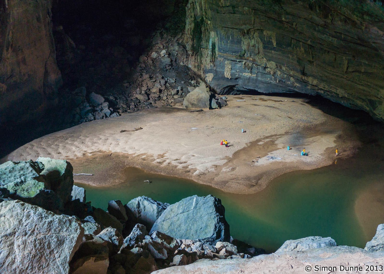 the-beach-area-inside-hang-en-cave_95956600