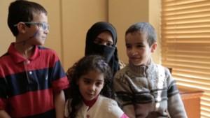 Saga ekkor már két ikerfiút nevelt, Omart és Usamát.