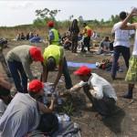 Éhségsztrájkot folytató migránsok a szerb-magyar határ közelében Horgosnál 2016. július 25-én. Az előző napon a helyszínre 130 migráns érkezett gyalog Belgrádból, akik a tranzitzóna közelében éhségsztrájkot folytatva várják, hogy Magyarország megnyissa a határt előttük. MTI Fotó: Molnár Edvárd