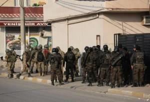 Katonák és csendőrök